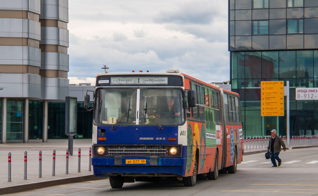 Автобус — самый дешевый способ добраться до аэропорта Кольцово.